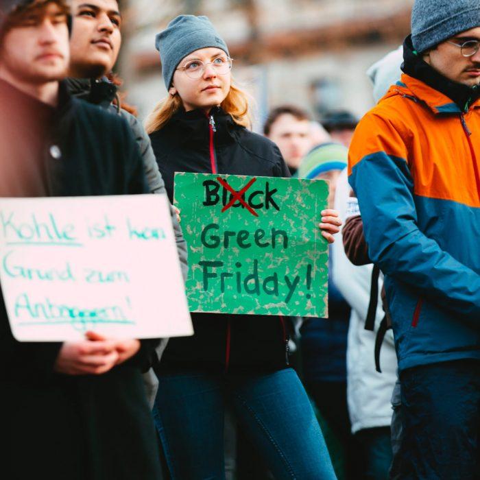 manifestant pour le green friday